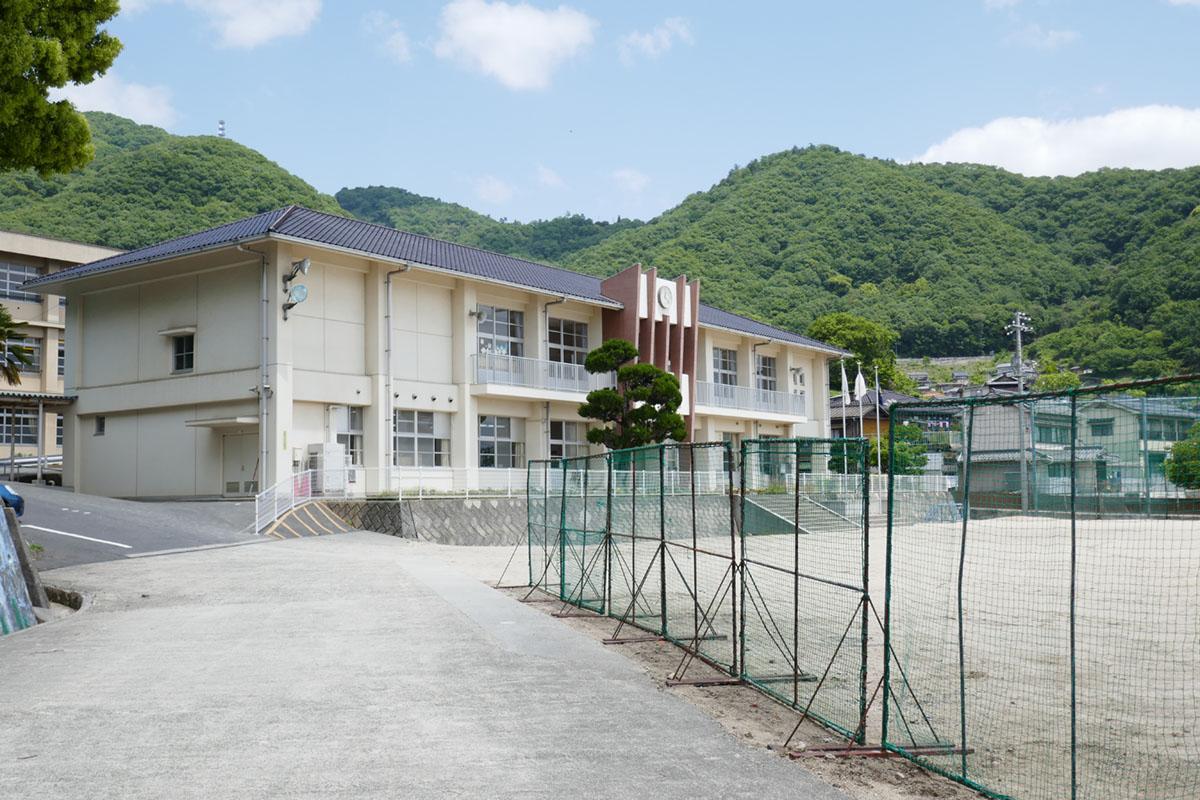 徒歩5分の糸崎小学校