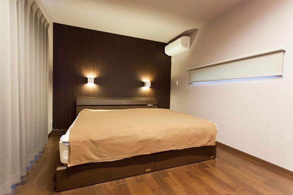 リゾートホテルの一室をイメージした寝室。ゆくゆくはホームシアターを取り付けるご予定だそうです。