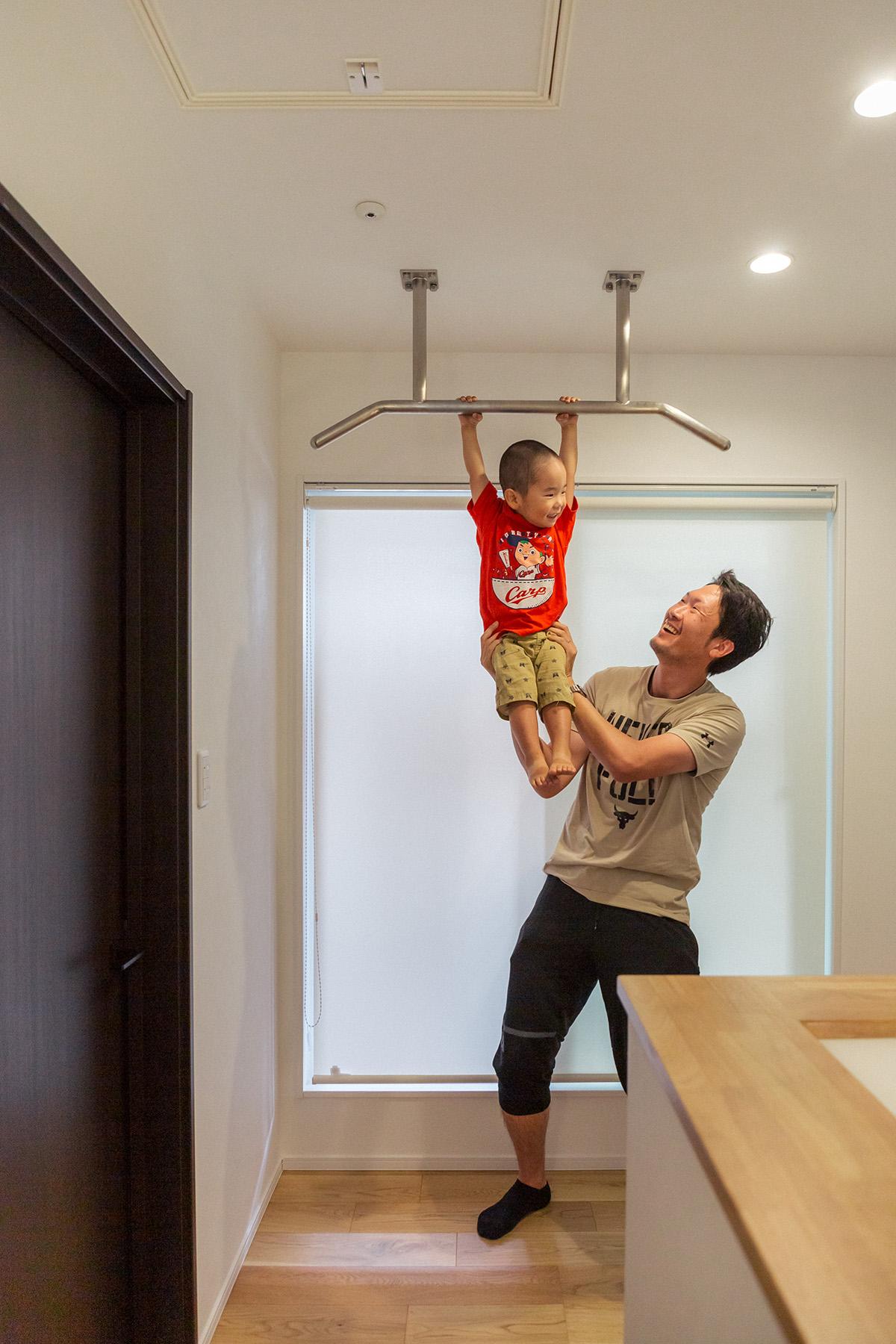 ご主人様の体力づくりのために創られた雲梯(うんてい)。お子さまとのコミュニケーションの場にもなっています。