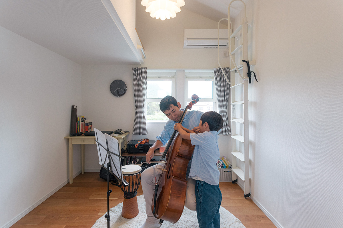 お子さまが大きくなるまではご主人さまの趣味である楽器を楽しむスペースに。