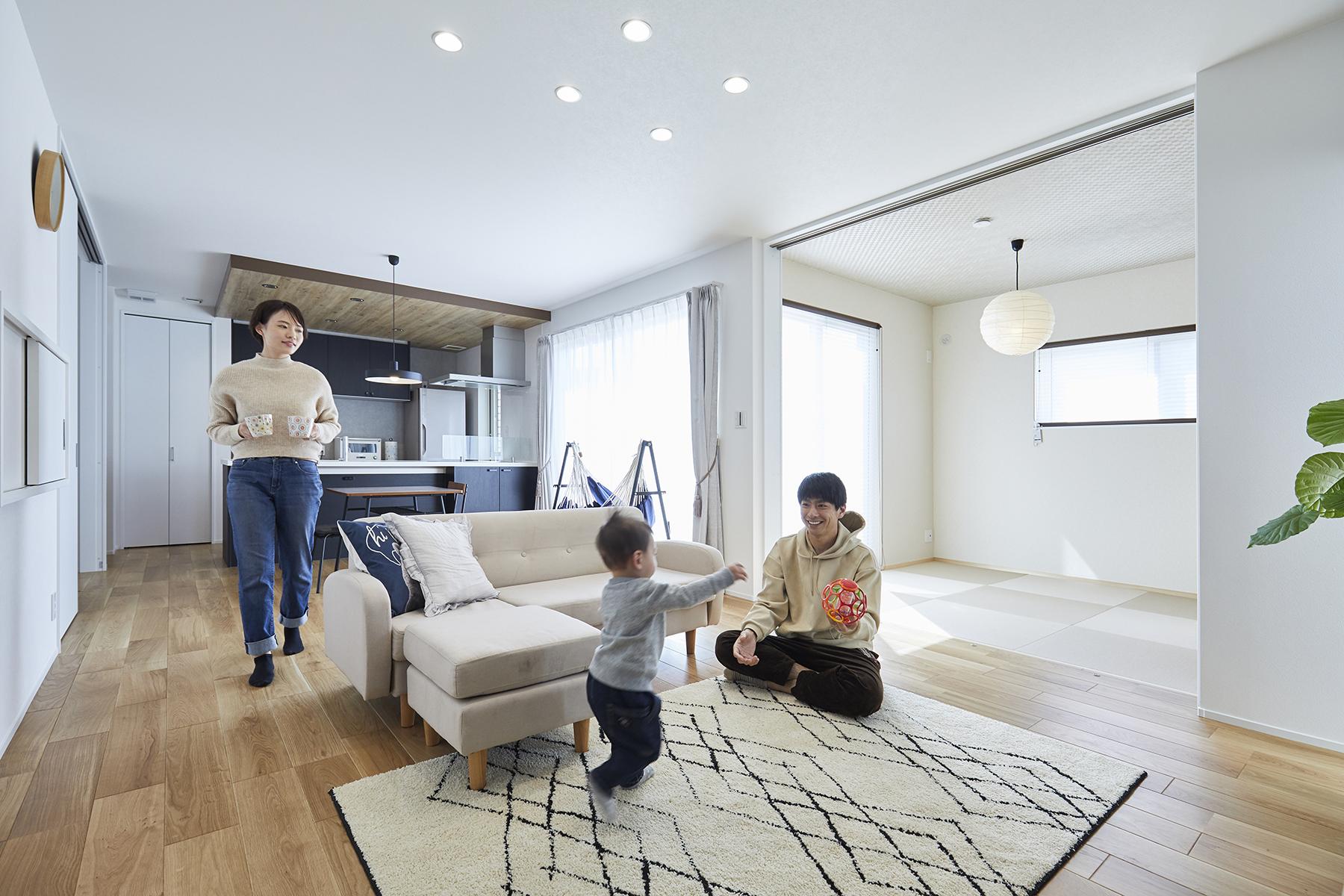 シンプルな空間にさりげない工夫を詰め込んだ家