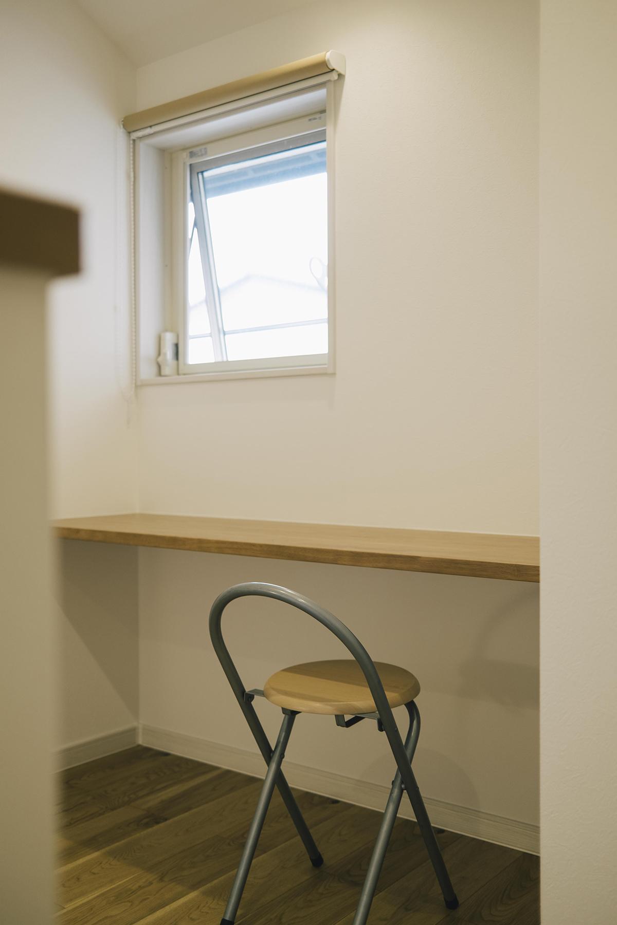 2階の書斎スペースはご主人さまの読書スペース。将来的にはお子さまの勉強スペースとしても活用予定。