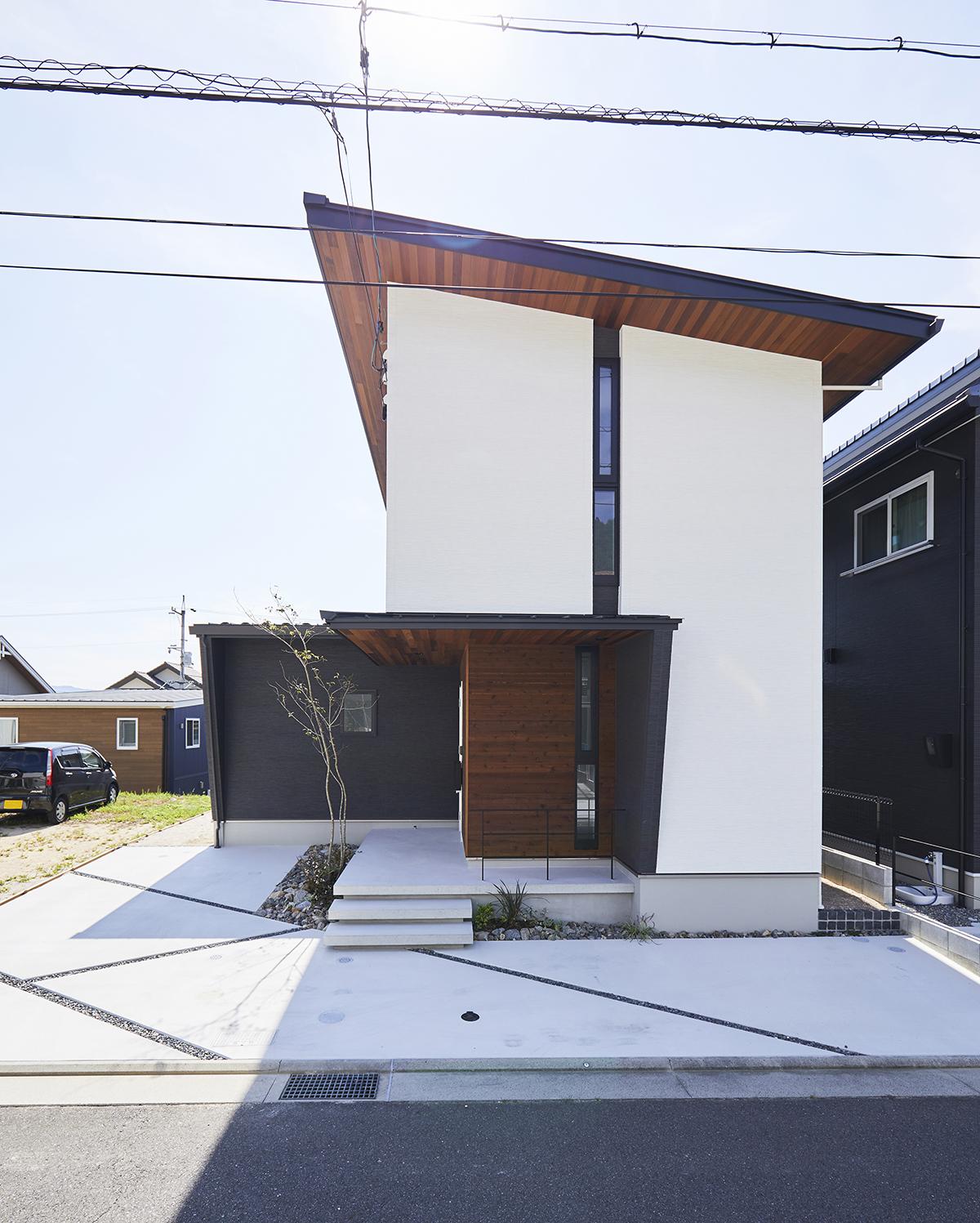 黒×白×木が調和したスタイリッシュデザイン。