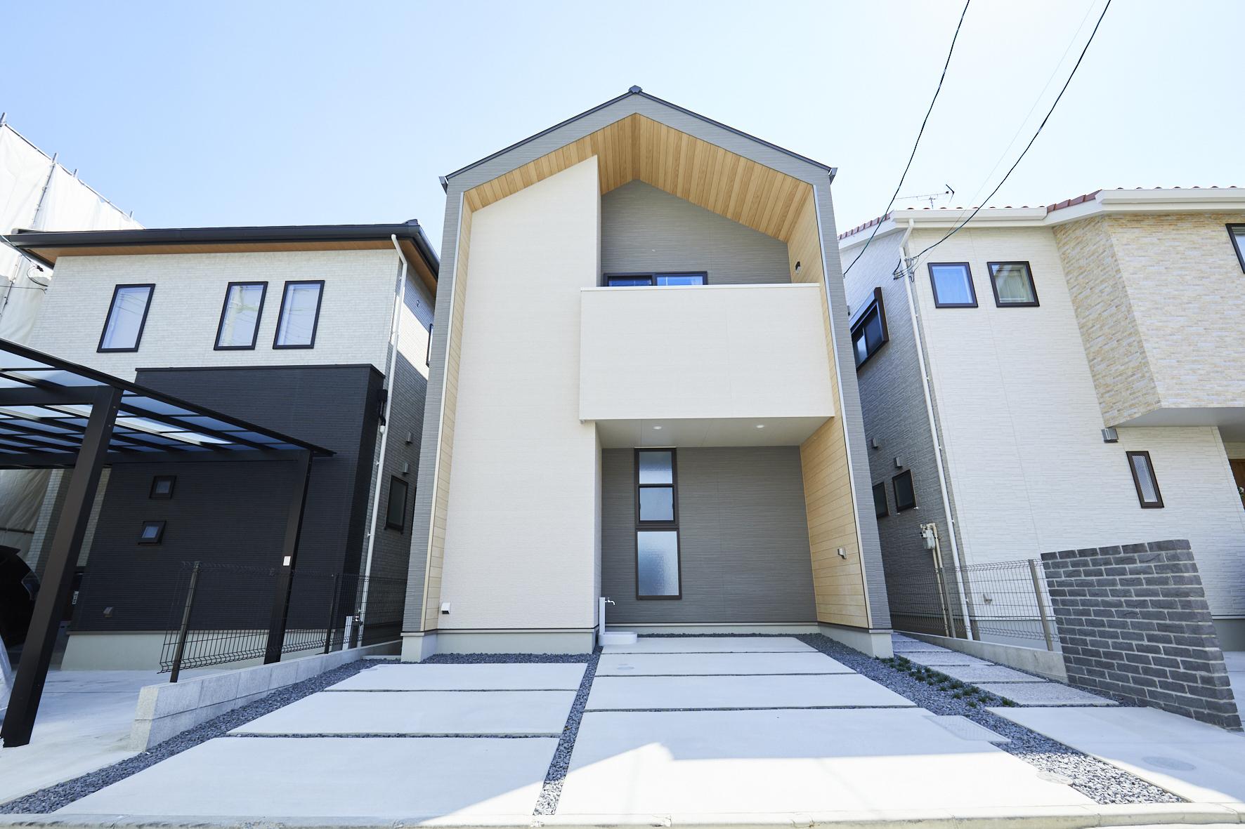 33坪の敷地に建つ家 「Glova」