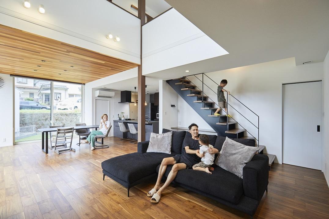 大空間!木目の温かみが際立つシックなモダン住宅